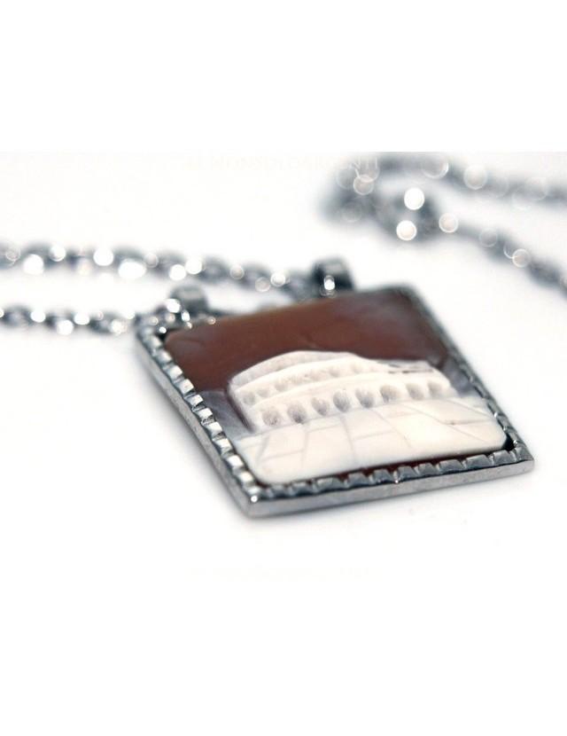 Lunga collana 3 fili e grande cammeo sardonico con mega perle barocche naturali